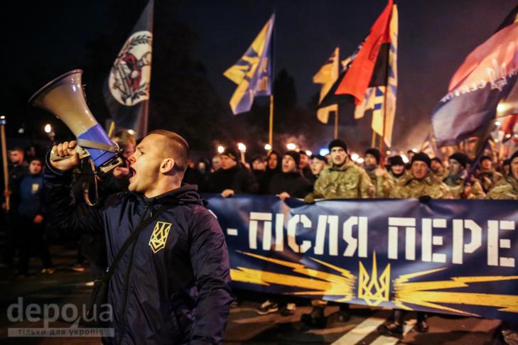 """Як """"Азов"""" із фаєрами і петардами пройшов """"Маршем нації"""" - фото 9"""