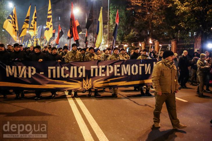 """Як """"Азов"""" із фаєрами і петардами пройшов """"Маршем нації"""" - фото 10"""