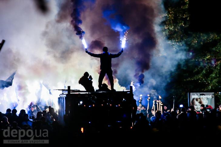 """Як """"Азов"""" із фаєрами і петардами пройшов """"Маршем нації"""" - фото 11"""