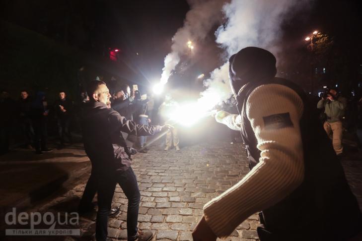 """Як """"Азов"""" із фаєрами і петардами пройшов """"Маршем нації"""" - фото 12"""