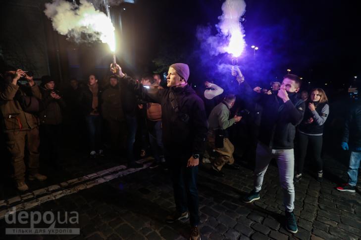 """Як """"Азов"""" із фаєрами і петардами пройшов """"Маршем нації"""" - фото 13"""