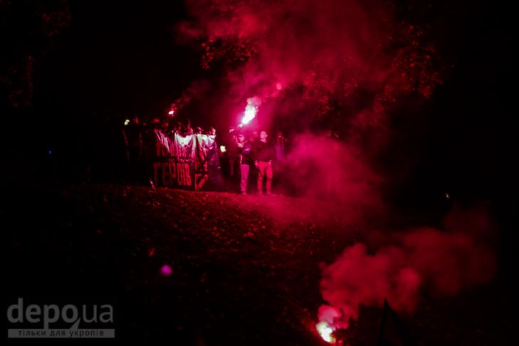 """Як """"Азов"""" із фаєрами і петардами пройшов """"Маршем нації"""" - фото 14"""