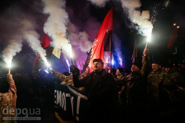 """Як """"Азов"""" із фаєрами і петардами пройшов """"Маршем нації"""" - фото 16"""