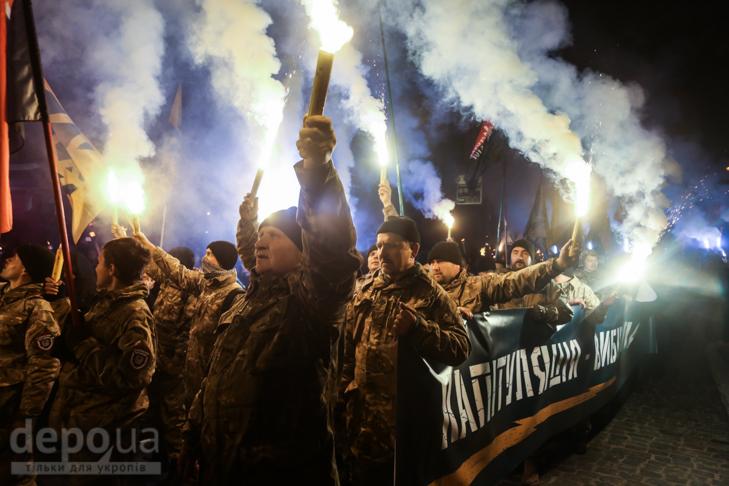 """Як """"Азов"""" із фаєрами і петардами пройшов """"Маршем нації"""" - фото 17"""
