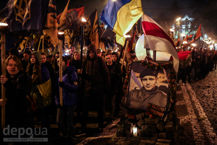 """Як """"Азов"""" із фаєрами і петардами пройшов """"Маршем нації"""" - фото 18"""