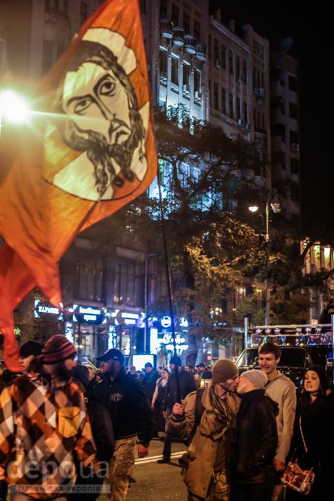 """Як """"Азов"""" із фаєрами і петардами пройшов """"Маршем нації"""" - фото 20"""