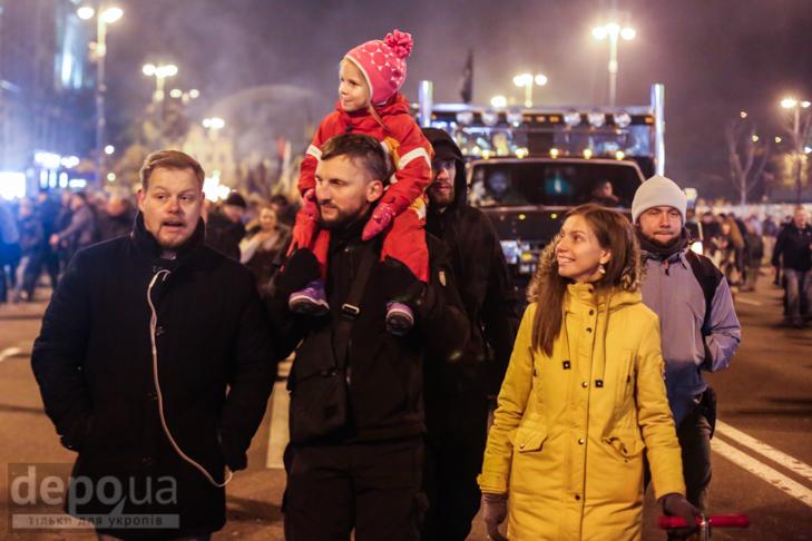 """Як """"Азов"""" із фаєрами і петардами пройшов """"Маршем нації"""" - фото 21"""
