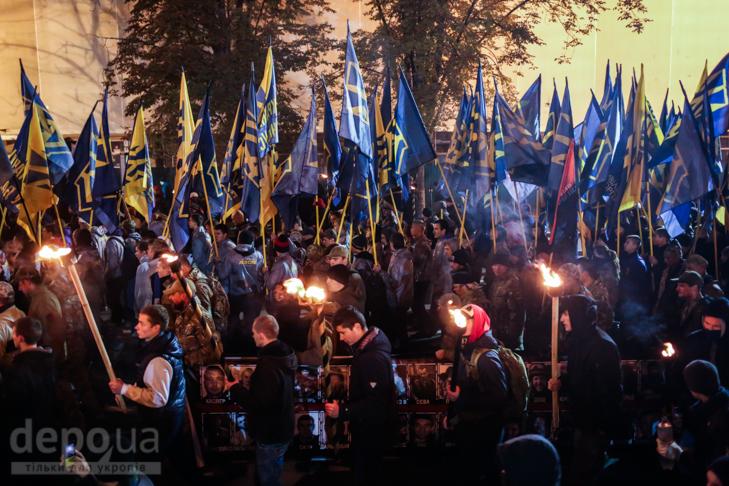 """Як """"Азов"""" із фаєрами і петардами пройшов """"Маршем нації"""" - фото 22"""