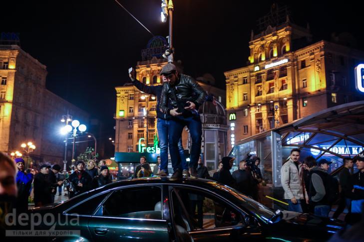 """Як """"Азов"""" із фаєрами і петардами пройшов """"Маршем нації"""" - фото 23"""