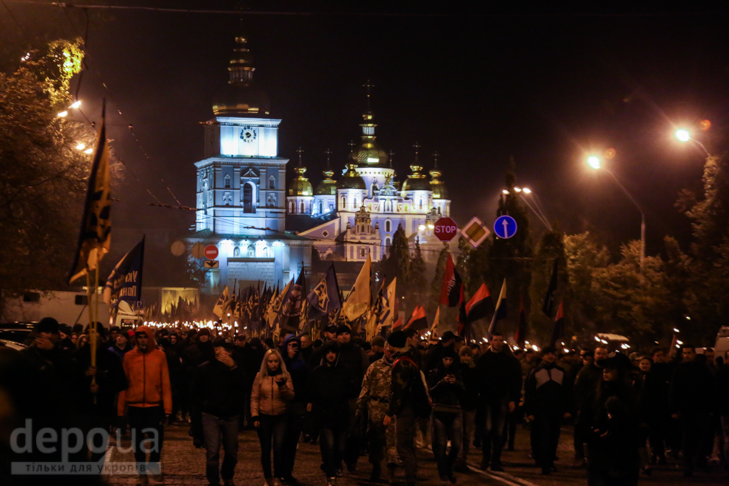 """Як """"Азов"""" із фаєрами і петардами пройшов """"Маршем нації"""" - фото 24"""
