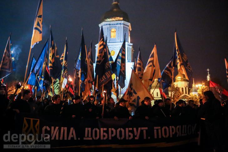 """Як """"Азов"""" із фаєрами і петардами пройшов """"Маршем нації"""" - фото 25"""