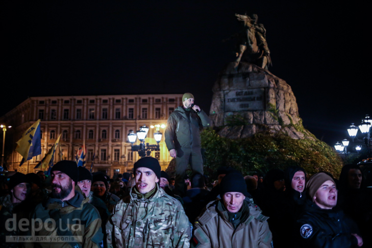 """Як """"Азов"""" із фаєрами і петардами пройшов """"Маршем нації"""" - фото 26"""