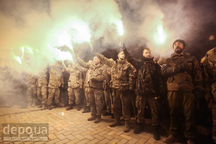 """Як """"Азов"""" із фаєрами і петардами пройшов """"Маршем нації"""" - фото 28"""