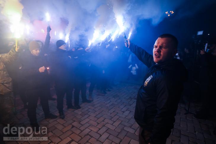 """Як """"Азов"""" із фаєрами і петардами пройшов """"Маршем нації"""" - фото 30"""