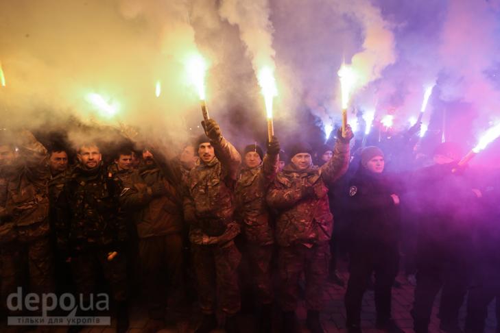 """Як """"Азов"""" із фаєрами і петардами пройшов """"Маршем нації"""" - фото 31"""