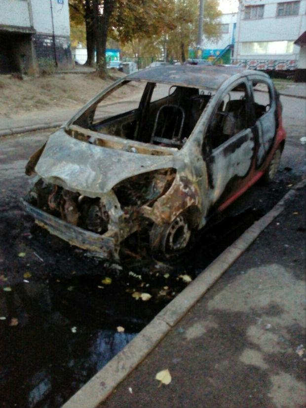 На Залютіно згоріли малолітражка та бус (ФОТО) - фото 2