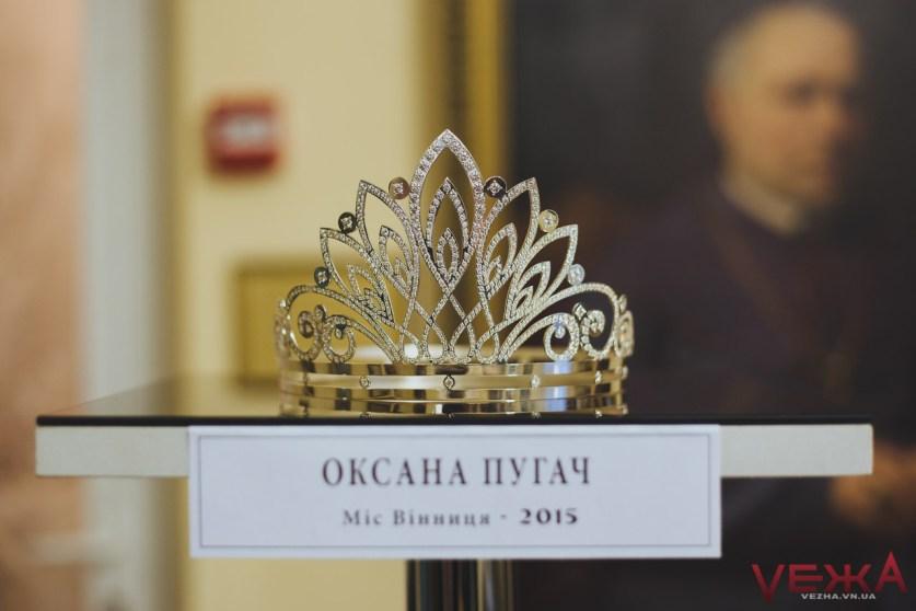 Першу корону для вінницької красуні виготовили зі срібних ложок - фото 3