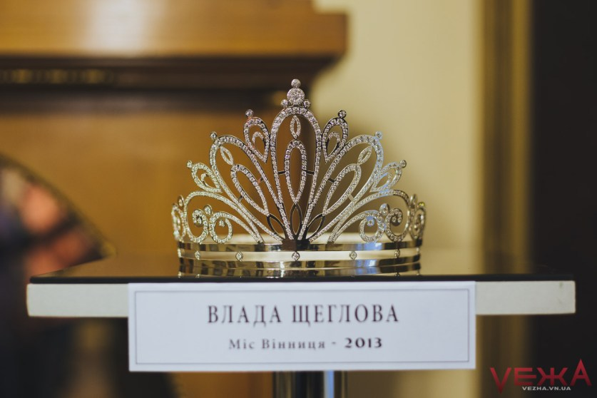 Першу корону для вінницької красуні виготовили зі срібних ложок - фото 4