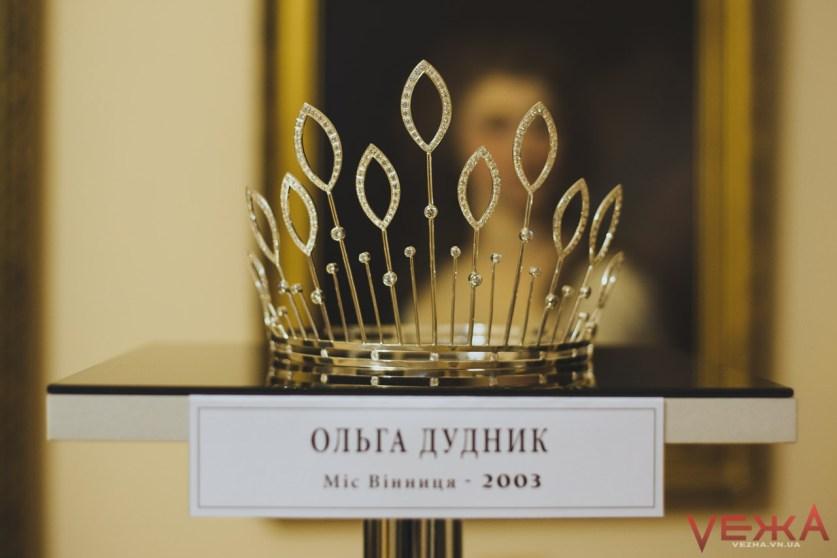 Першу корону для вінницької красуні виготовили зі срібних ложок - фото 6
