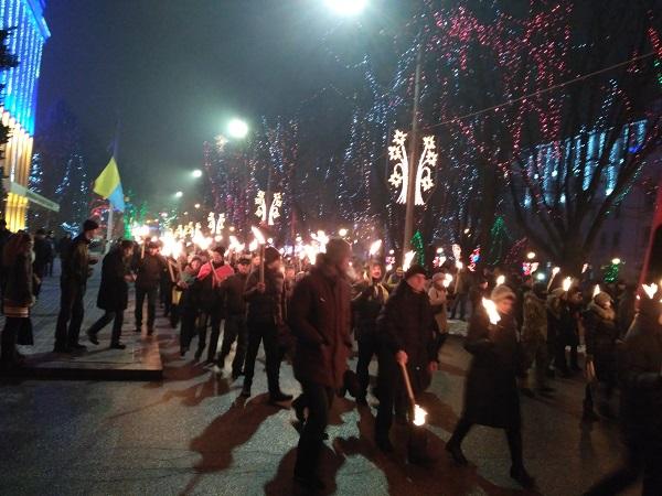 У Дніпрі відбувся смолоскип ний марш на честь Бандери - фото 5