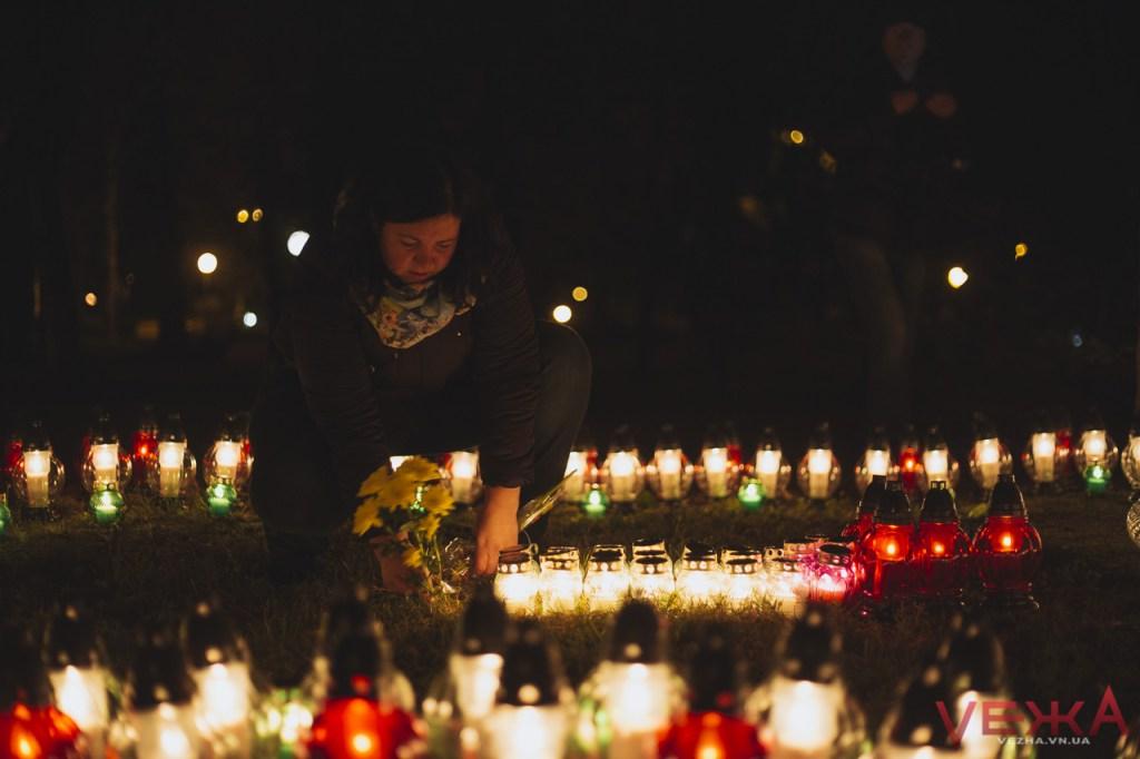 Вінницькі католики запалили свічу памяті на місці поховання тисяч замордованих радянською владою громадян  - фото 4