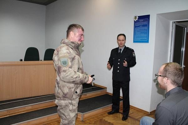 """У Павлограді новий очильник поліції """"збіг"""" із зустрічі з громадськістю - фото 1"""