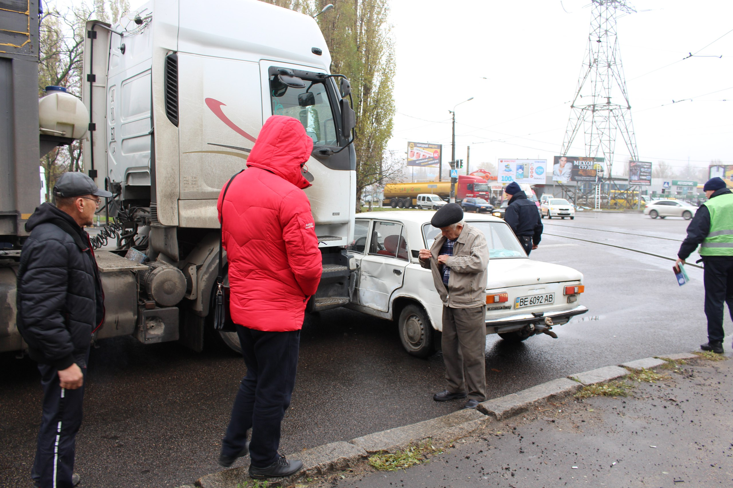 "У Миколаєві фура протаранила ""Жигуль"""