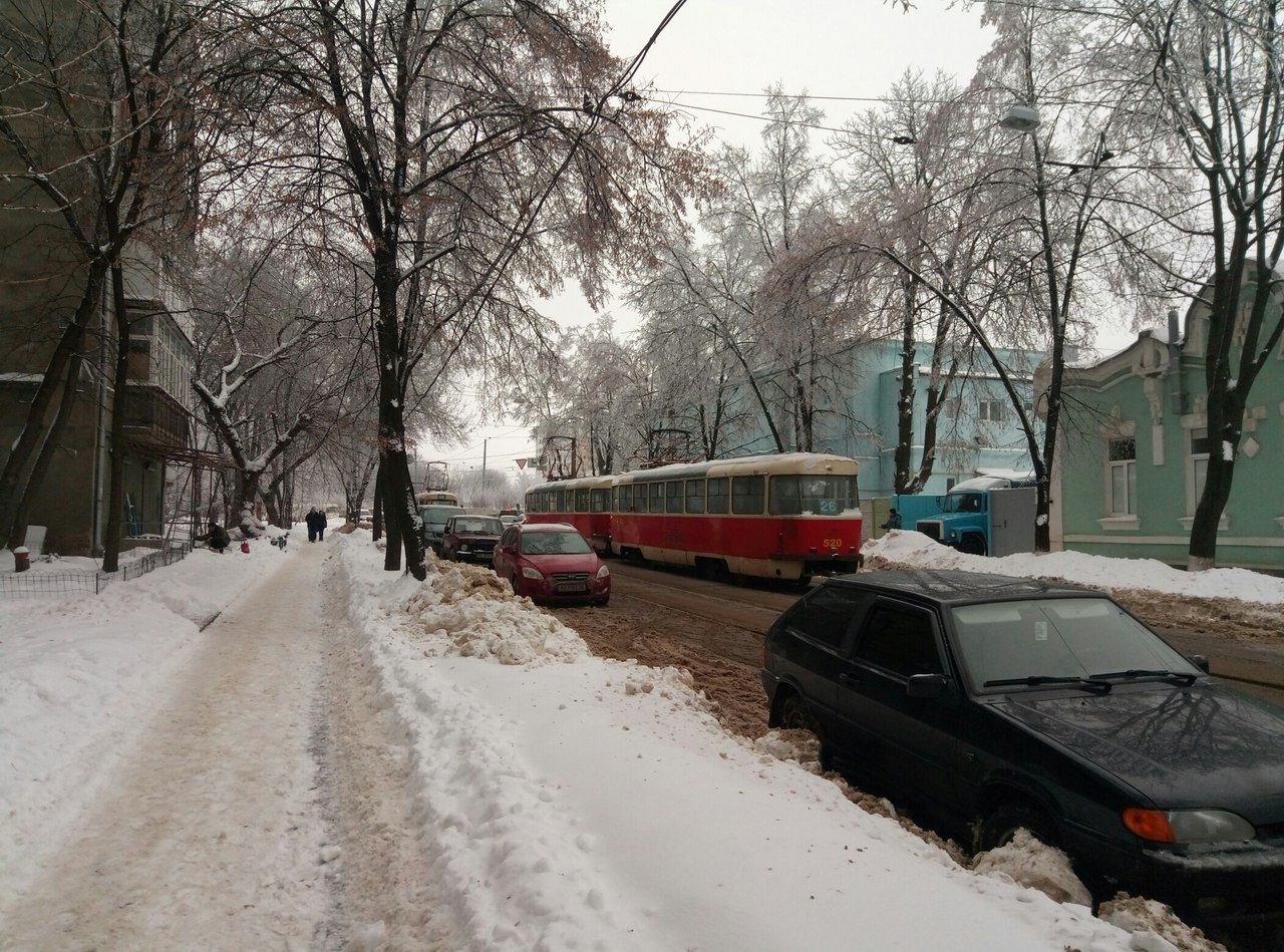 У центрі Харкова трамвай не втримався на рейках (ФОТО)  - фото 3