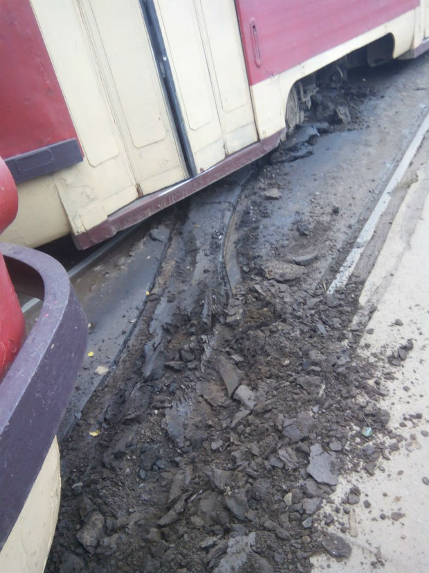 На Салтівці трамвай злетів із рейок - фото 4