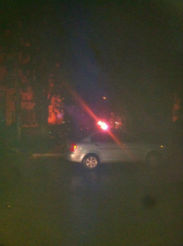 У Харкові невідомі підпалили припарковану на вулиці іномарку - фото 2