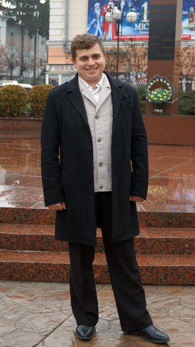 Незрячий вінницький волонтер їздить до українських бійців на передову - фото 1