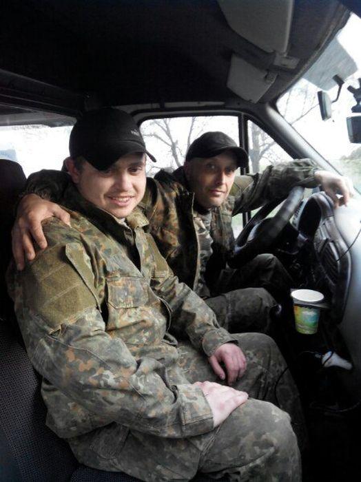 Незрячий вінницький волонтер їздить до українських бійців на передову - фото 2