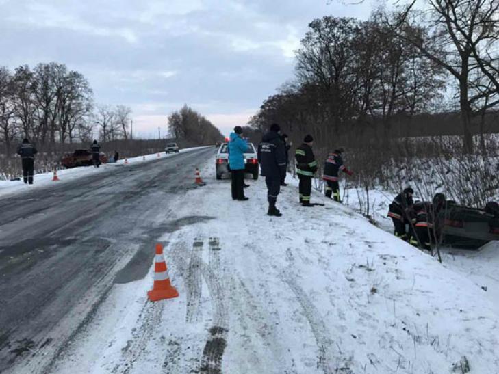 У Полтавському районі ДТП: Водій загинув на місці, пасажирка - у лікарні - фото 1
