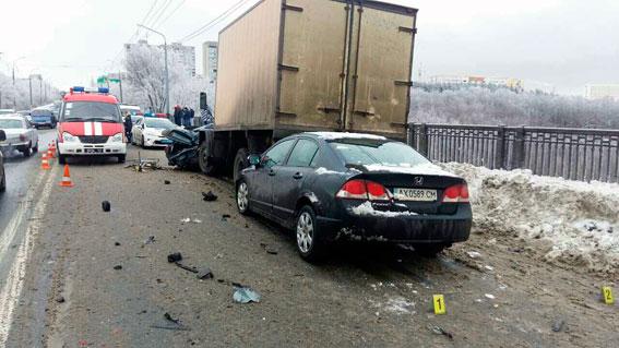 У поліції розповіли деталі смертельної ДТП на мосту в Харкові (ФОТО)  - фото 3