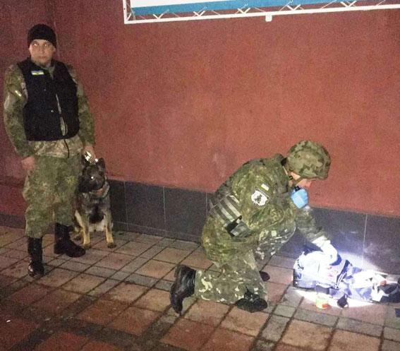 Під носом у СБУ: Валіза під банком примусила евакуювати майже 180 людей - фото 1