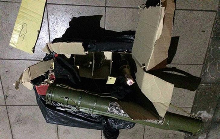 На Дніпропетровщині на ганок газети підкинули вибухівку з шампанським - фото 2