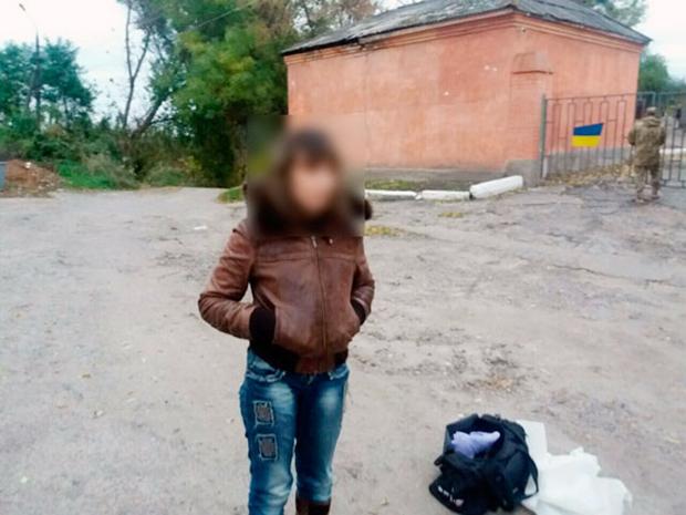 На Харківщині поліція затримала жінку під час спроби збуту автоматів - фото 1