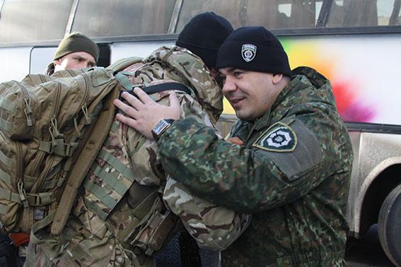 """Батальйон """"Вінниця"""" повернувся з зони АТО з новими чотирилапими друзями - фото 1"""