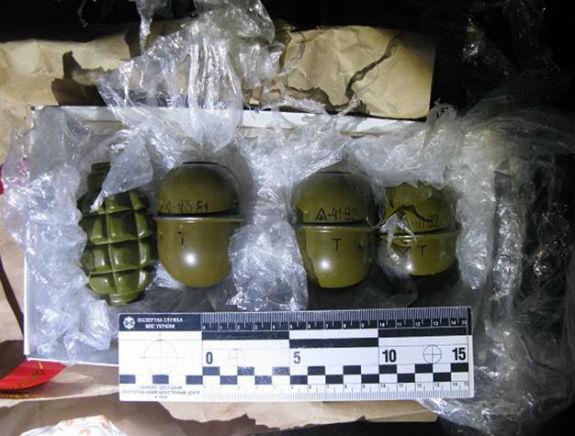 Киевлянин хранил в гараже 4 карабина, 3 ружья, 18 гранат и ящик патронов - Цензор.НЕТ 1496