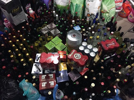 На Харківщині поліція вилучила з магазину більше 500 пляшок алкоголю - фото 2