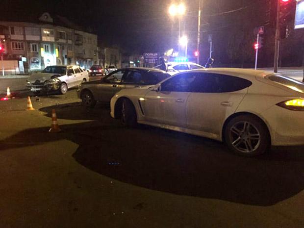 У Харкові зіткнулися три автомобілі - фото 3