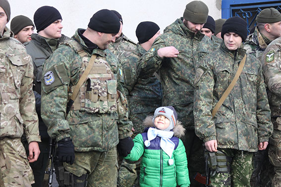 """Батальйон """"Вінниця"""" повернувся з зони АТО з новими чотирилапими друзями - фото 4"""