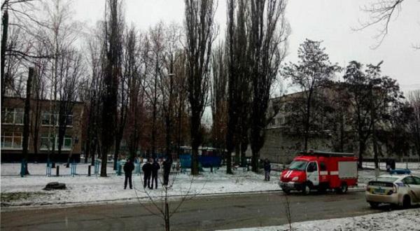 У Кривому Розі поліція двічі шукала вибухівку у дитячому садку - фото 1