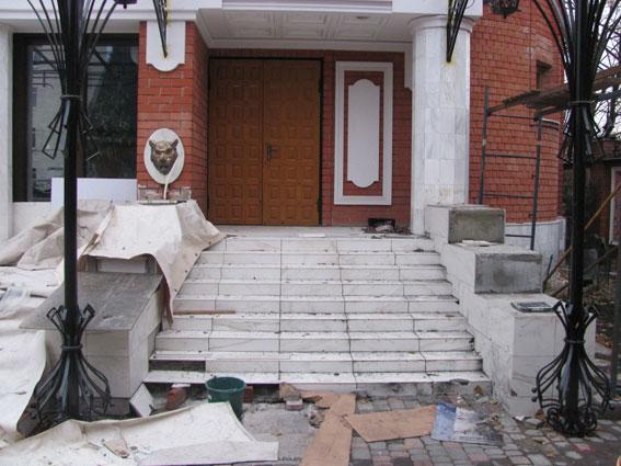 У Харкові показали підірвали підірване подвір'я кримінального авторитета (ФОТО) - фото 1