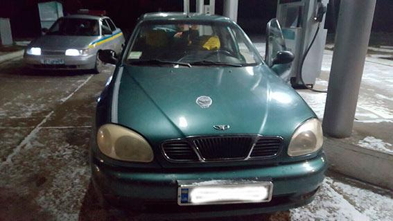 На Вінниччині пасажир викрав таксі, приставиши водієві ніж до горла  - фото 2