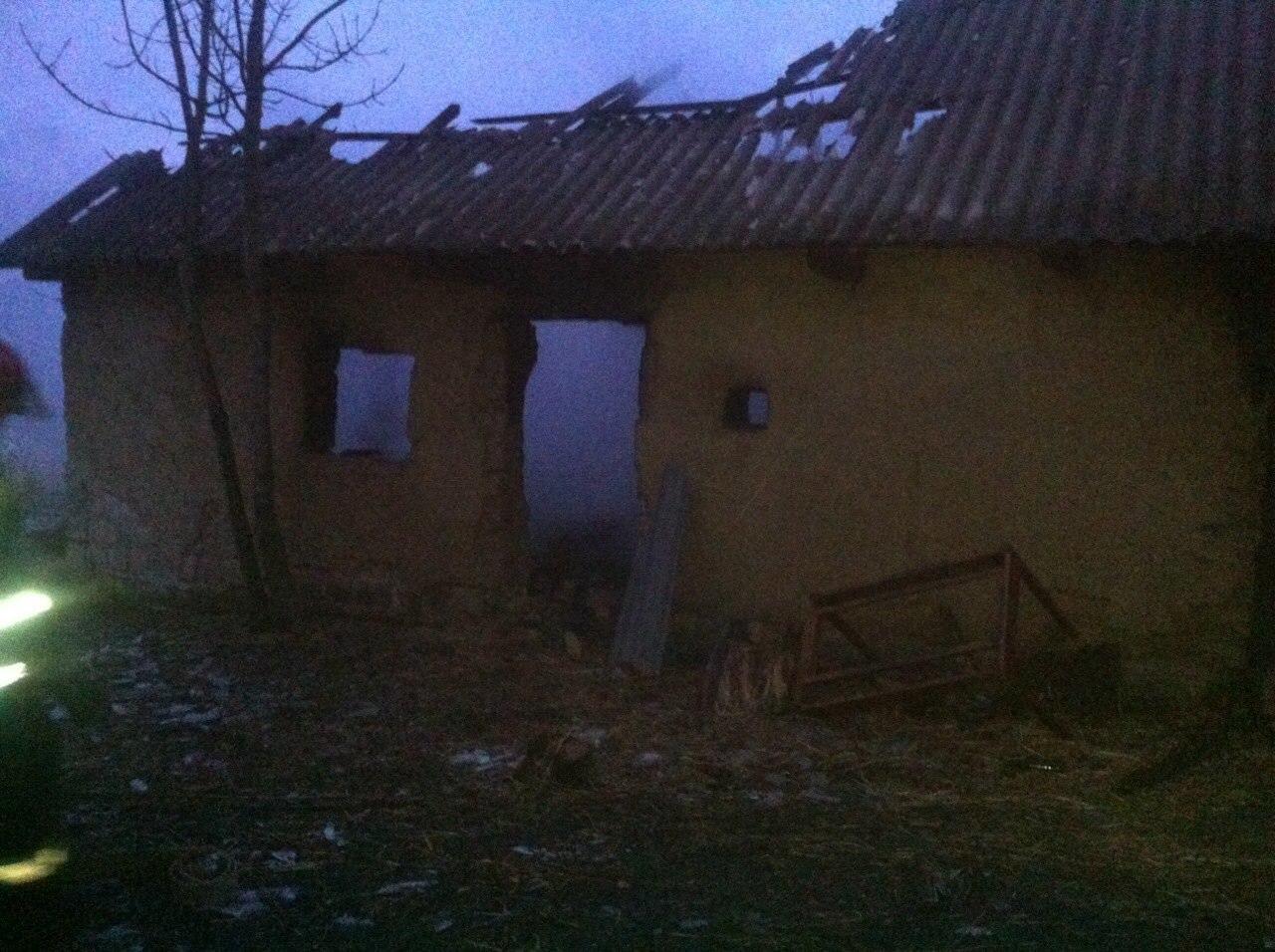 На Вінниччині в сільському дворі згоріли хата, хлів, корови і свині - фото 4