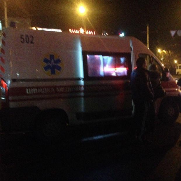 У Харкові п'яний чоловік побився з громадським транспортом (ФОТО) - фото 3