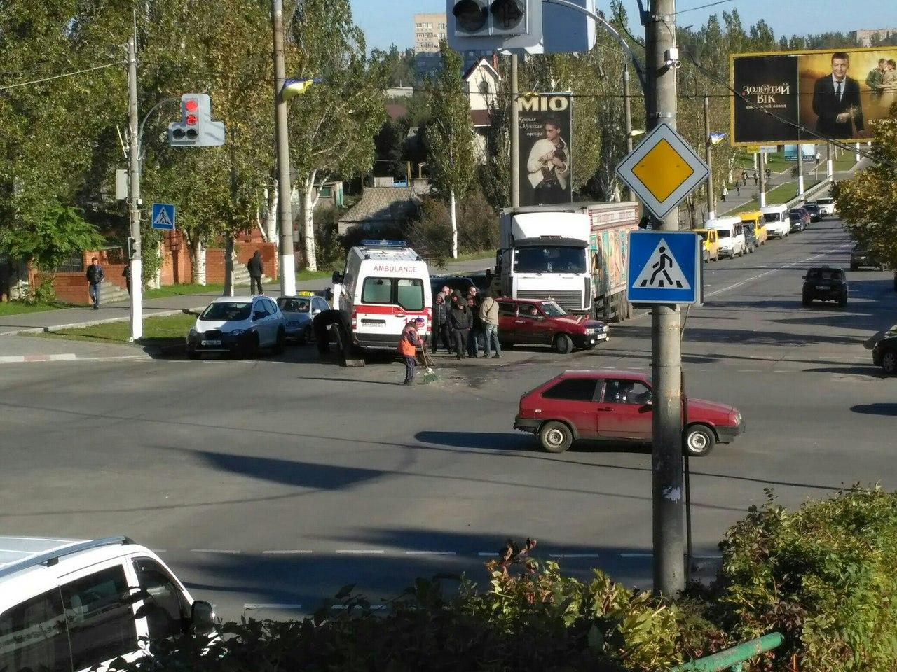 У Мелітополі в одному місці сталися дві аварії протягом години - фото 1