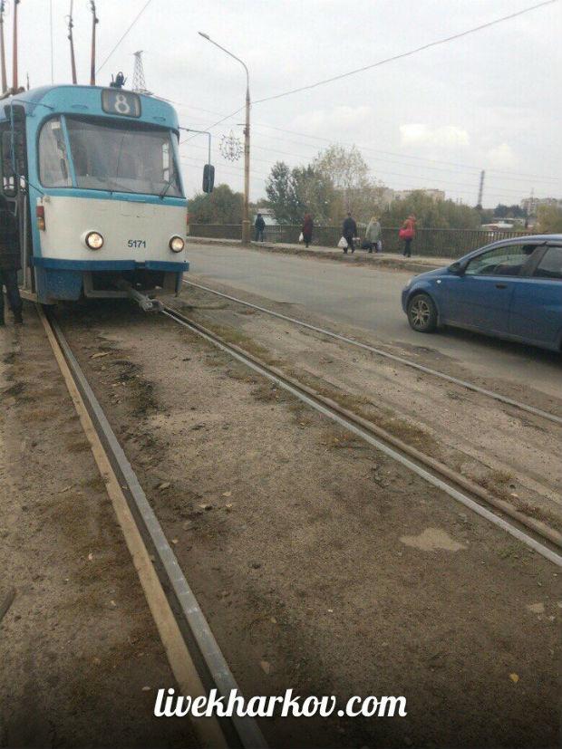 У Харкові трамвай ледь не вилетів на проїжджу частину вулиці - фото 1
