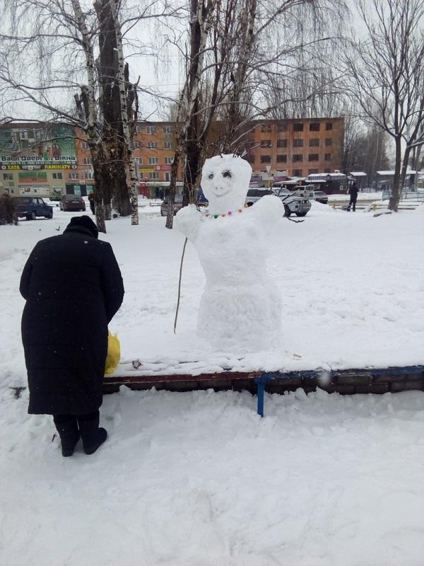 У Нікополі зліпили лежачого сніговика - фото 2